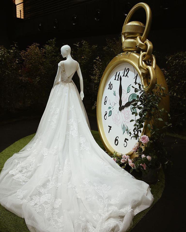 Questa mattina ha sfilato infatti a Verona la nuova collezione di abiti da  sposa e cerimonia Atelier Emé. 88c511262ae